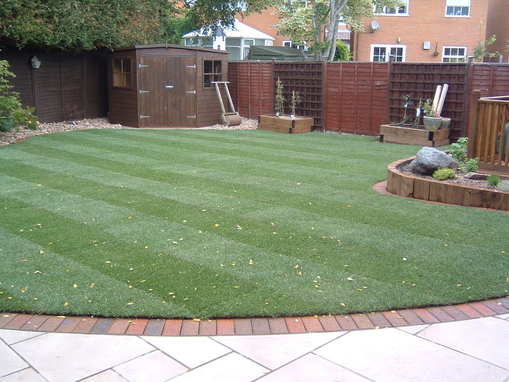 Transforming your garden mybuilder for Backyard patio landscaping